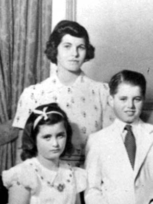 Rosemary Kennedy (back) (1918-2005), with sister Jean and brother Robert