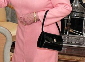 Queen Elizabeth's Launer handbag (4/1/09 Buckingham Palace with Obamas)