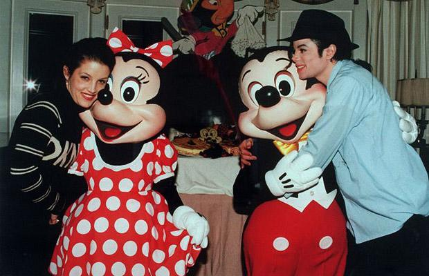 http://lisawallerrogers.files.wordpress.com/2009/06/michael-jackson-with-lisa-marie-presley-1994.jpg