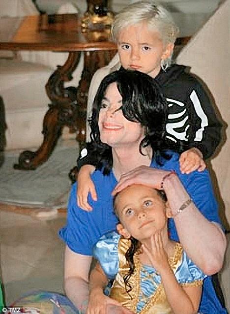 http://lisawallerrogers.files.wordpress.com/2009/07/michael-jacksons-children-tmz2.jpg