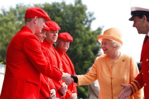 Queen+Elizabeth+II+Attends+Annual+Swan+Upping+_XgDImnk-EXl