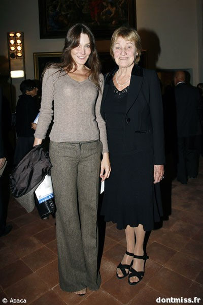 Carla Bruni with mothe...
