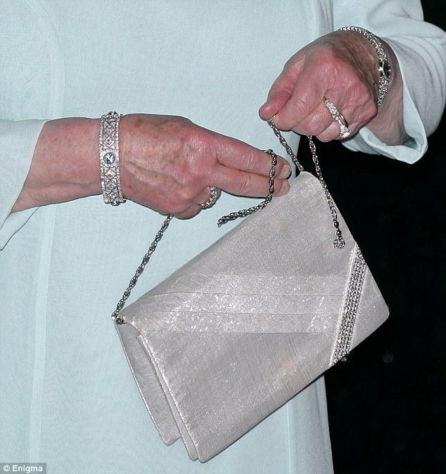 Queen Elizabeth II owns 200 of the same handbag - INSIDER
