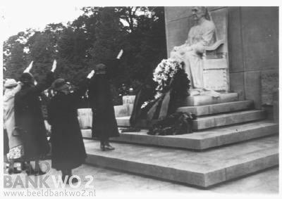 NSB members (Dutch Nazis or collaborators) show up at a statue of Queen Emma on Carnation Day, giving the straight arm salute.