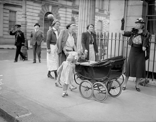 May 1940, London. Elizabeth Van Swinderen, wife of the former Dutch minister to Great Britain, points out London barrage balloons to Princess Juliana of the Netherlands. Juliana is with her children, Beatrix by her side and Irene in the baby carriage.