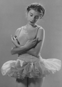 Tanaquil Le Clercz, born in Paris to a French father and an American mother, studied dance in NYC. undated photo