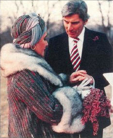 Elizabeth Taylor and John Warner exchange wedding bands on Dec. 4, 1976