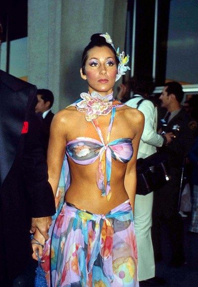 Cher arrives at the 1974 Academy Awards wearing a Bob Mackie design.