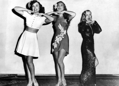 To get an idea of how tiny Veronica Lake was, she is shown here to the left of actress Dorothy Lamour. Undated photo, ca. 1942
