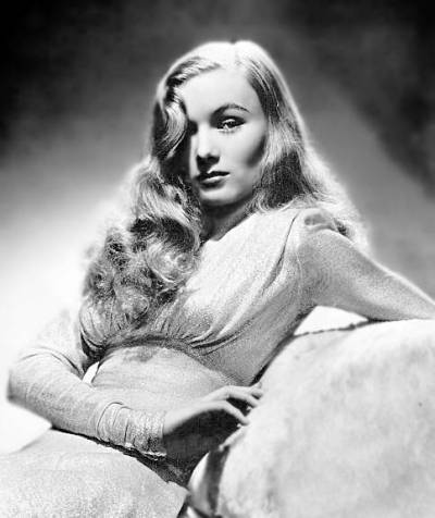 Veronica Lake at her most iconic. Ca. 1942